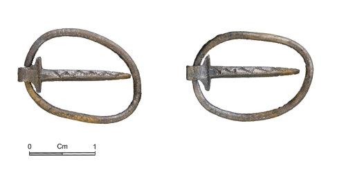 NMGW-4A1C32: Medieval silver annular brooch