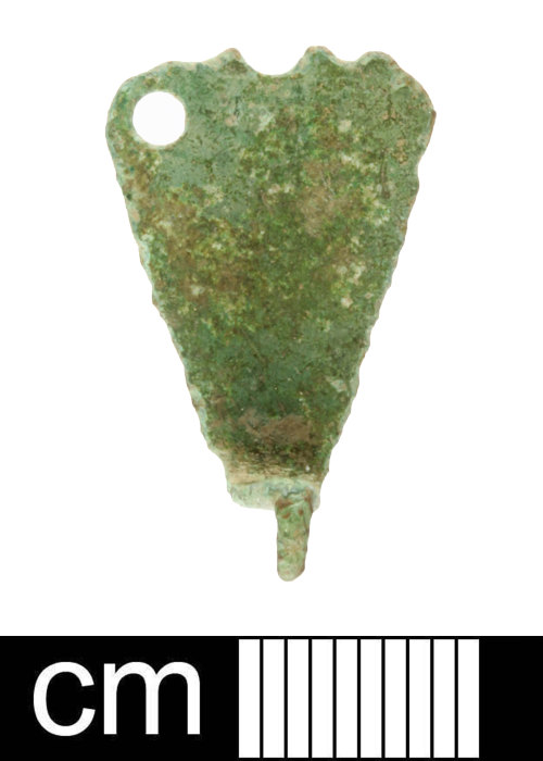 SOM-7FC935: Early Medieval to Medieval copper alloy hooped tag