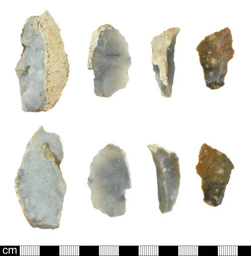 DEV-E88F5F: Retouched prehistoric flint flakes