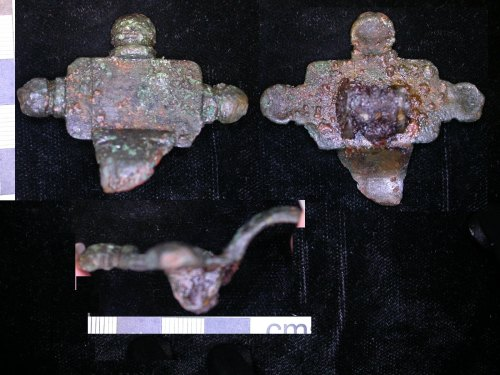 LEIC-679795: early Medieval copper alloy cruciform brooch fragment