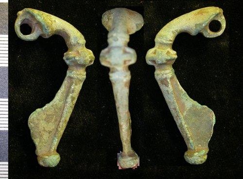 LEIC-94BBE1: Roman copper alloy trumpet brooch
