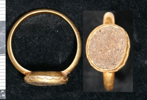 LEIC-C7D524: undated gold finger ring