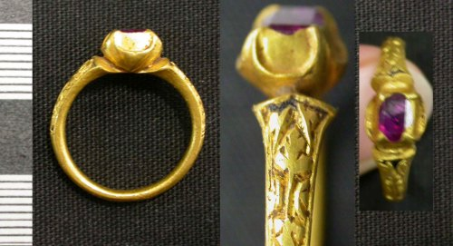 LEIC-2722D2: post medieval gold finger ring